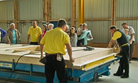 051 – Besuch bei SCHNOOR am Tag der offen Tür 2011 – Der Holzbauspezialist präsentiert sich als zukunftsträchtiger Arbeitgeber