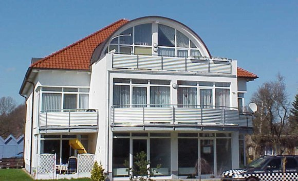 Einfamilienhaus mit Dachkonstruktion von SCHNOOR in Schwerin