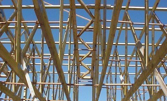 Einkaufszentrum in Pirna in Holzskelettbauweise mit Nagelplattenbindern