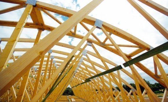 Tonnendach mit Nagelplattenbindern in Burg