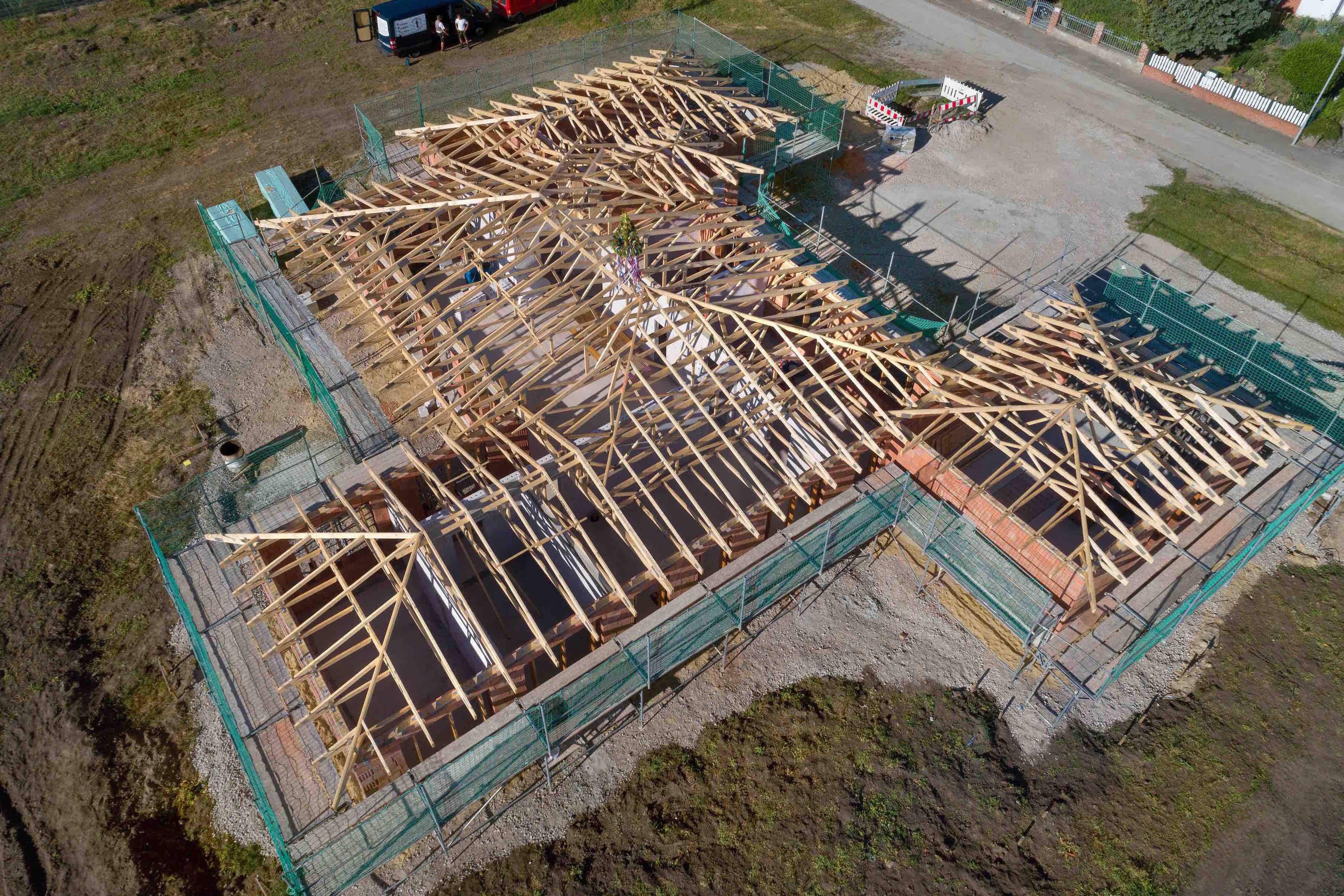 Villa Mit Kathedral Flair Uberzeugt Mit Lebendigem Dach Von Schnoor